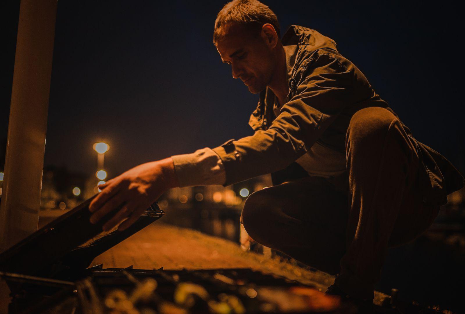 Peter beim Nachtangeln auf Barsch mit Kunstködern